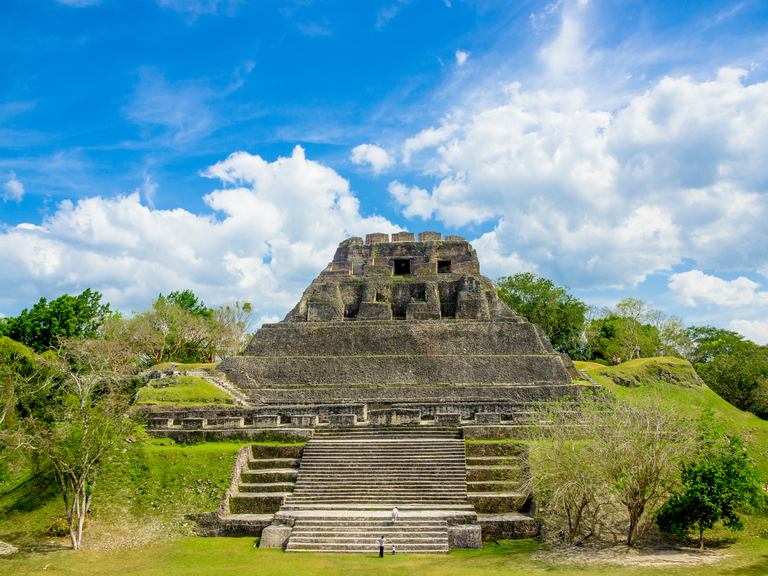 travel to belize in april