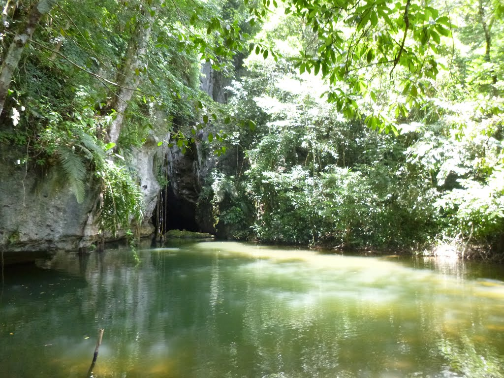 Here's Why You Should Explore Barton Creek Cave in Belize